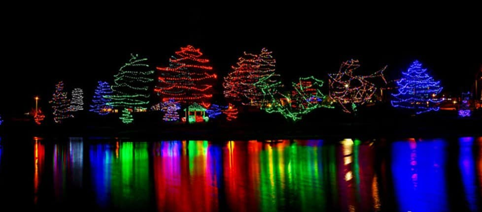 This image has an empty alt attribute; its file name is Sar-Ko-Park-Christmas-Light-Display.png